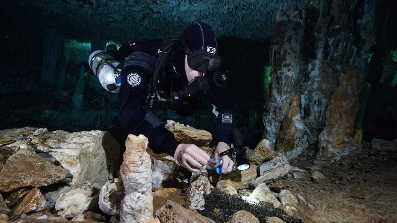 12,000 years old ochre mine discovered in an underwater cave